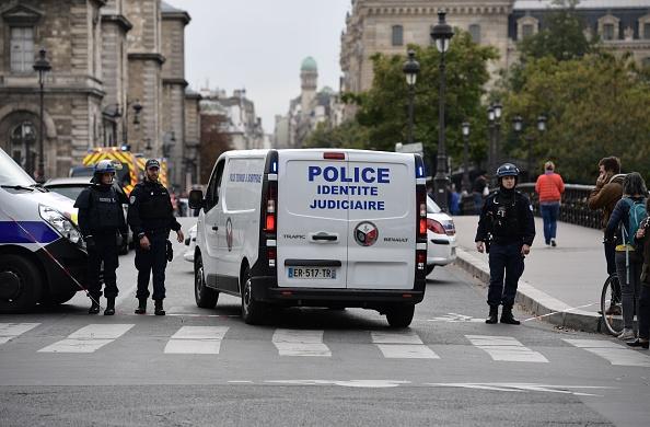 Knife attacker kills four at Paris police headquarters
