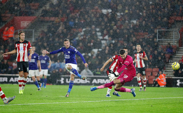 SOUTHAMPTON, ENGLAND - OCTOBER 25: Jamie Vardy of Leicster City scores his teams 5th goal past Angus Gunn of Southampton  during the Premier League match between Southampton FC and Leicester City at St Mary's Stadium on October 25, 2019 in Southampton, United Kingdom. (Photo by Naomi Baker/Getty Images)