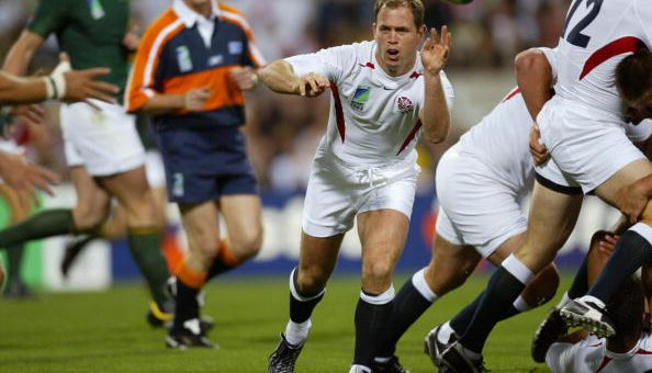 PERTH, AUSTRALIA: England's scrumhalf Kyran Bracken (C) passes the ball during the Rugby World Cup Pool C match between England and South Africa at Subiaco Oval in Perth, 18 October 2003. AFP PHOTO/Greg WOOD (Photo credit should read GREG WOOD/AFP/Getty Images)