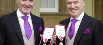 London, UNITED KINGDOM: (FILES) This 31 October 2000 file photo shows Sir David Barclay (L) and his twin brother Sir Frederick posing after receiving their knighthoods from the Queen at Buckingham Palace. In a 100-page opinion issued 26 February, 2004, which included scathing criticism of tycoon Conrad Black, Vice Chancellor Leo Strine of the Delaware Chancery Court said he was going to issue an injunction against the sale of Hollinger International to the Barclay brothers. AFP PHOTO/WPA ROTA POOL/FILES/MICHAEL STEPHENS (Photo credit should read MICHAEL STEPHENS/AFP via Getty Images)