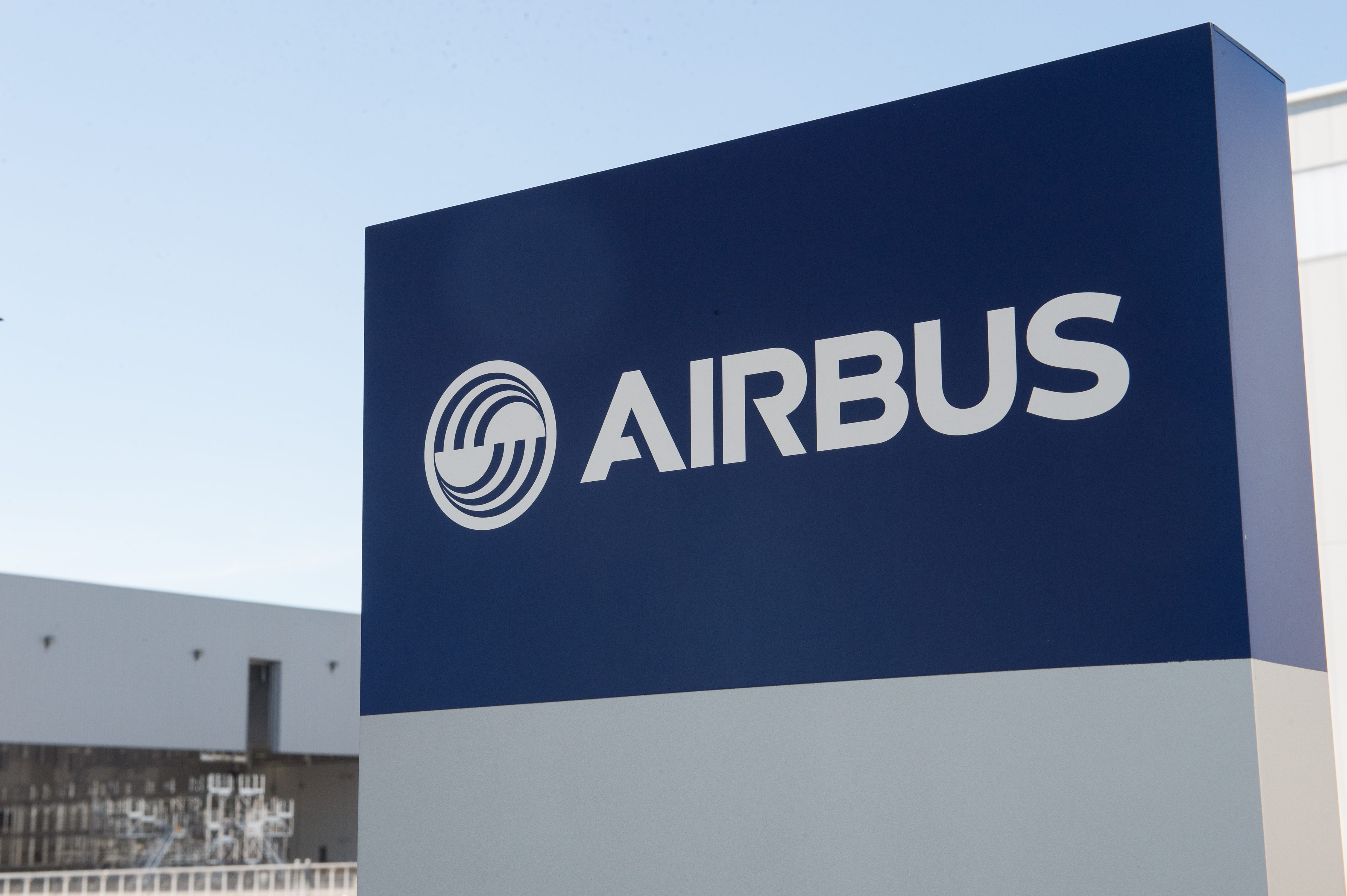 Airbus 'warns employees on cash flow' in defence and space business