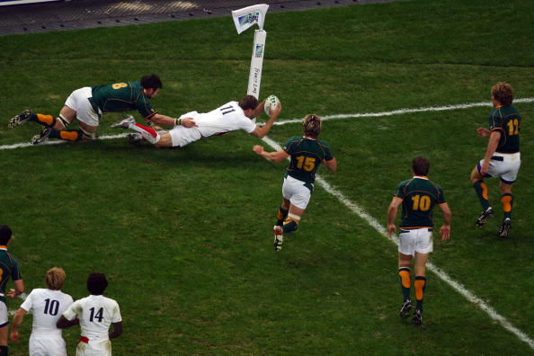SAINT-DENIS, FRANCE - OCTOBER 20: Mark Cueto of England dives for the line only for the try to be disallowed during the 2007 Rugby World Cup Final between England and South Africa at the Stade de France on October 20, 2007 in Saint-Denis, France.  (Photo by Cameron Spencer/Getty Images)
