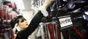 UK consumer spending growth slows under Brexit uncertainty