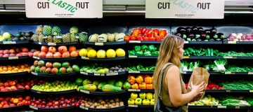 UK retail sales unexpectedly fall in October