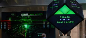 London Stock Exchange hires fintech to widen access to IPOs