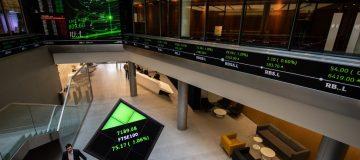 FTSE 100 London Stock Exchange trading floor