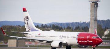 Norwegian Air slumps after third share sale