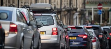 TfL bans hundreds of minicab drivers in crackdown