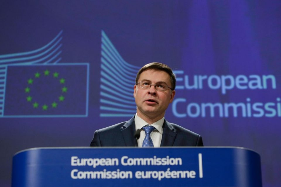 EU finance chief warns UK to stay closely aligned post-Brexit
