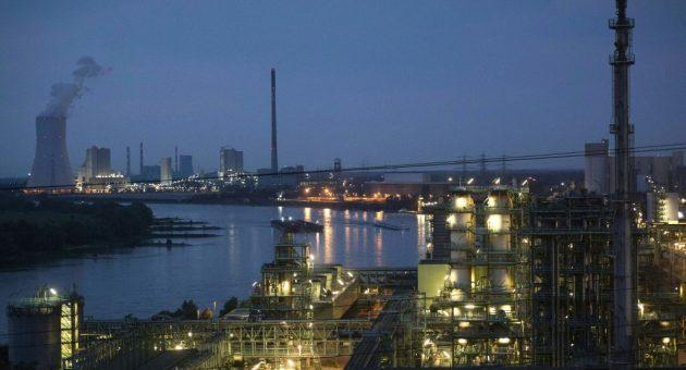 German factory slump: Is the European powerhouse heading for recession?