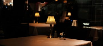 UK restaurants and pubs hope for festive spending surge