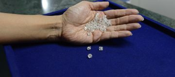 De Beers ends difficult 2019 with sales rise