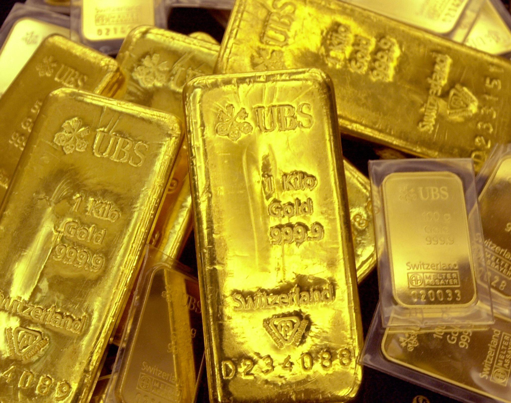 Gold price bars are displayed at Shinhan Bank