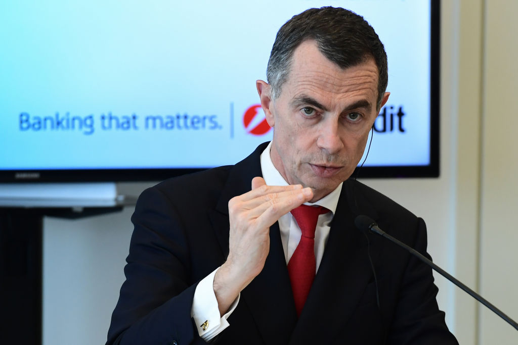 Unicredit boss Mustier 'a main contender' to become HSBC chief - CityAM