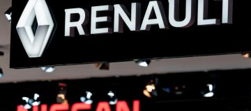 Renault shares fell this morning after credit agency Moody's cut its rating for the embattled carmaker's debt to junk after last week's poor full-year results.