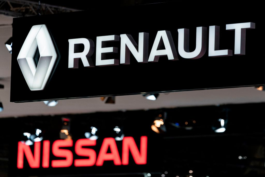 Renault sees rating cut by Moody's as problems mount