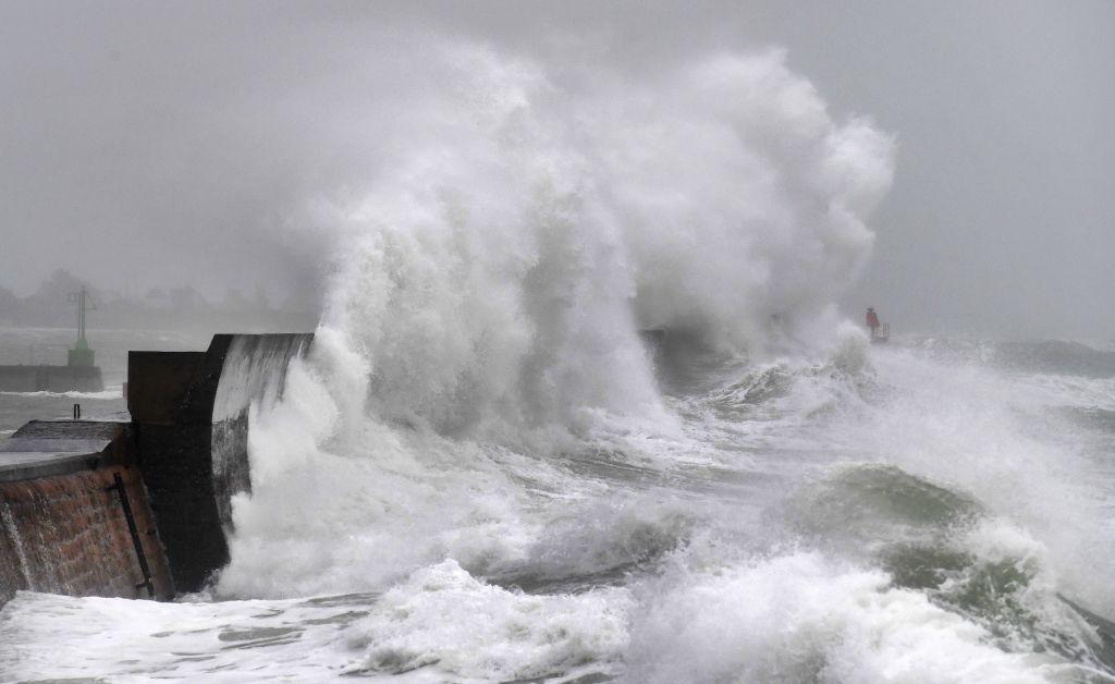Banjir saat Badai Aurora menghantam Inggris Selatan