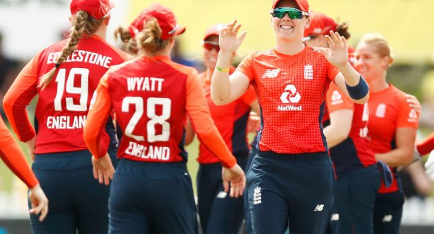 Australia v England - Women's T20 Tri-Series Game 6