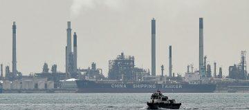 SINGAPORE-ECONOMY-OIL
