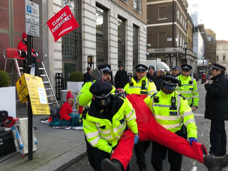 100 Greenpeace activists delivered 500 solar panels with a total area of over 800 square metres to BP's London Headquarters in St James' Square. All six office doors around the building have been blocked with activists locked to dirty oil barrels to prevent staff from entering.