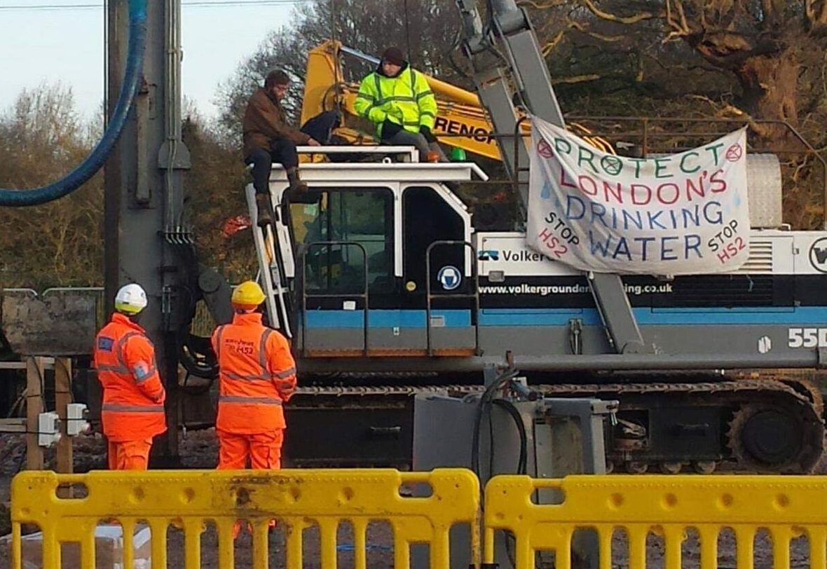 Extinction Rebellion occupies HS2 drilling rig in West London