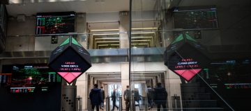 LSE expects Refinitiv deal to close early 2021