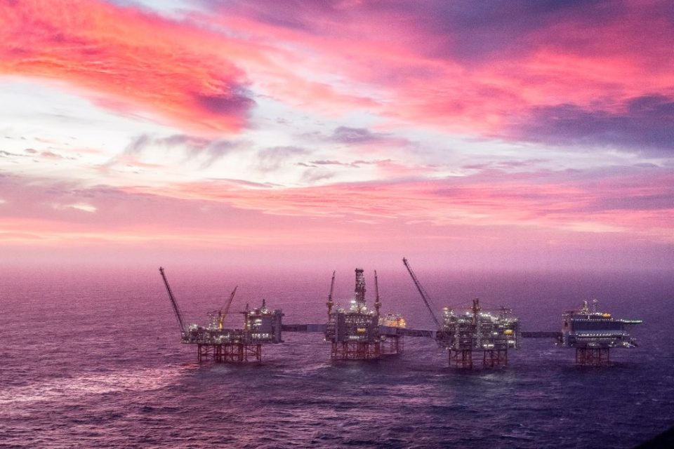 US oIl prices are sinking further over concerns storage capacity is running out