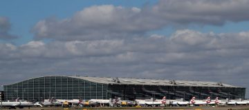 The government will not provide a single support package for the UK's airlines and airports, but will instead provide aid on a case-by-case basis.