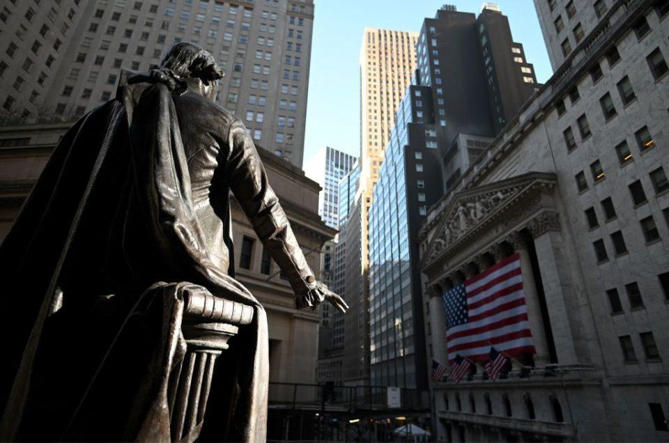 US stocks fall as coronavirus ravages labour market