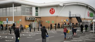 tesco-panic-buying-queues-supermarket