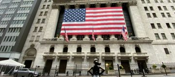 US stocks rise despite dire jobless claims data