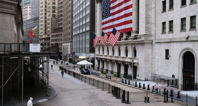 US stocks rise on hopes coronavirus is peaking