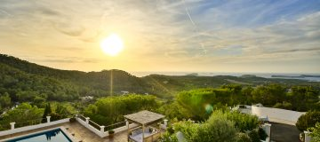 Retreating to a luxury villa in Ibiza with cutting edge yachting