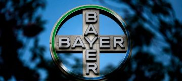 Bayer shares slip as drugs giant falls to €9.5bn loss