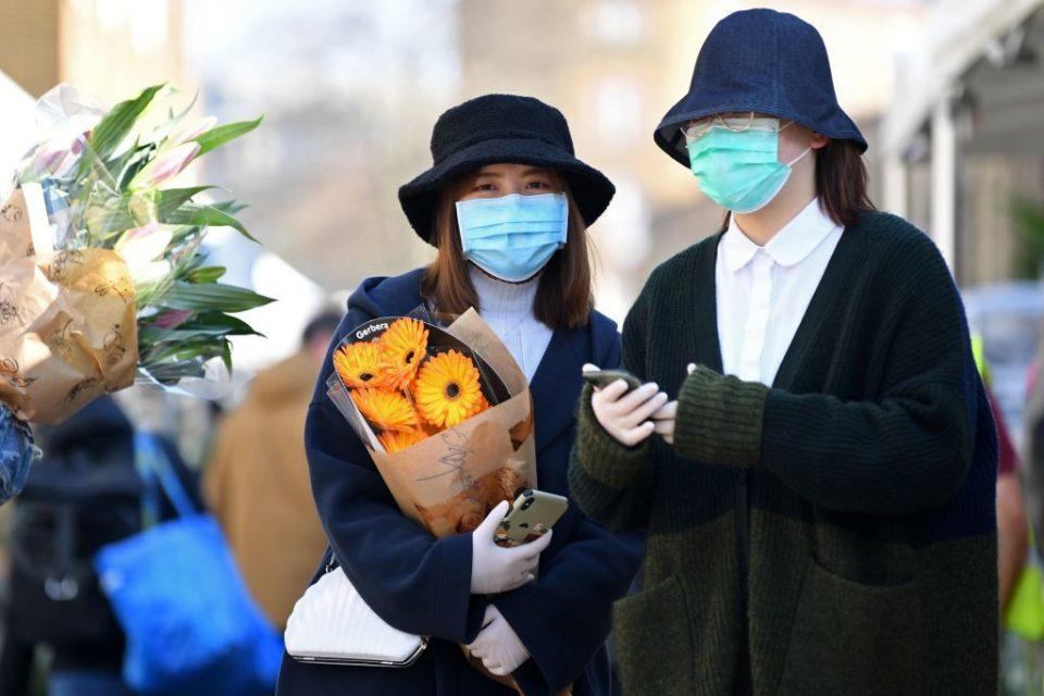 BRITAIN-HEALTH-VIRUS-RETAIL-FLOWERS