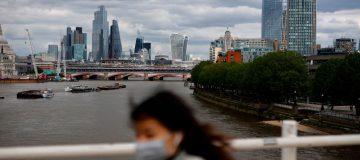 FTSE 100 rises despite unemployment surge