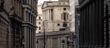 Economists question BoE's 'optimistic' forecast