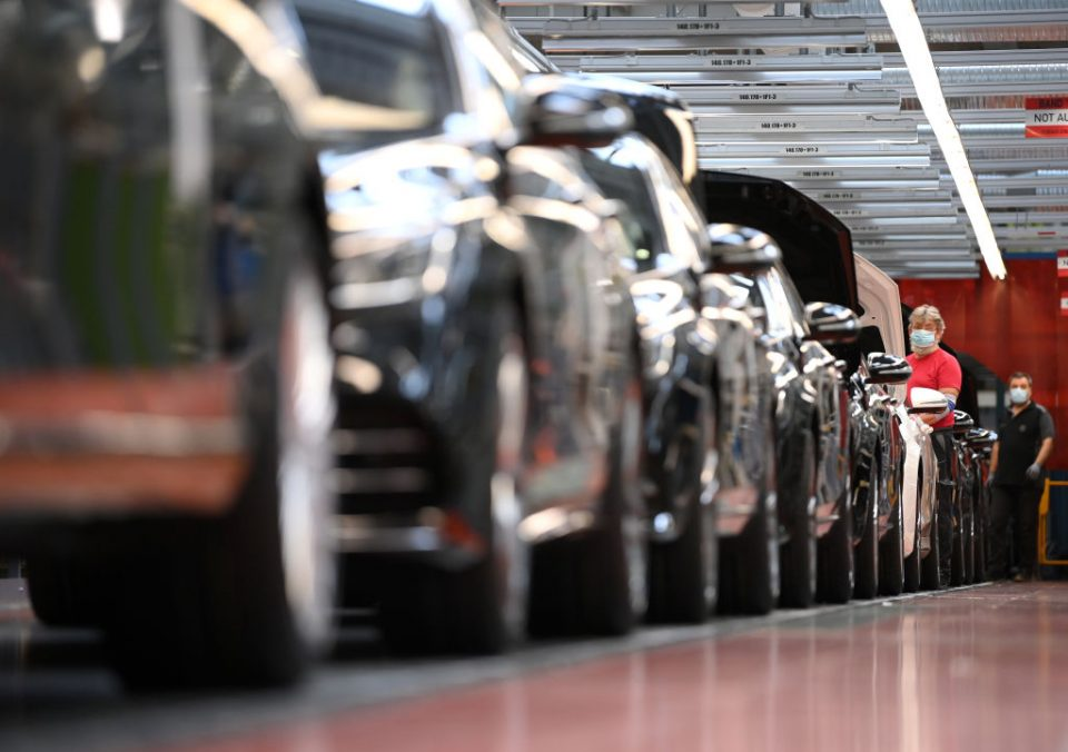 German exports rise but stay below pre-Covid levels