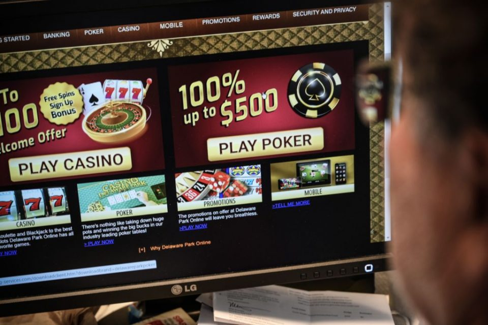 US-IT-LIFESTYLE-GAMBLING-REGULATE