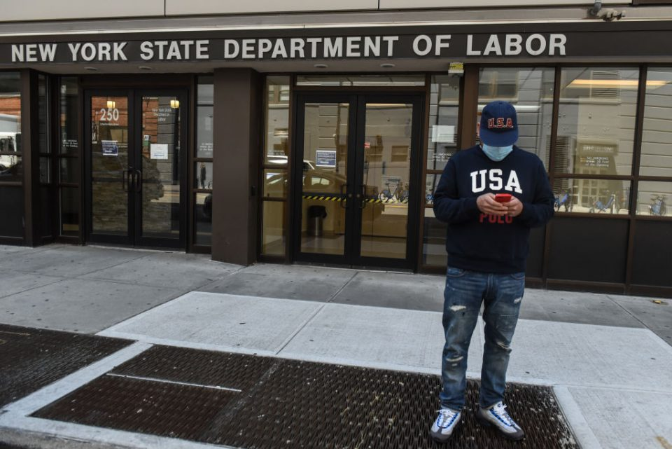 New US jobless claims flatline as recovery slows
