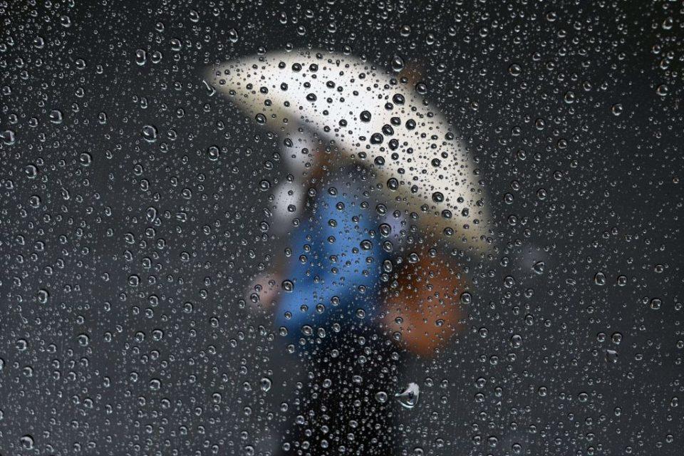 TOPSHOT-ARGENTINA-HEALTH-VIRUS-WEATHER-RAIN