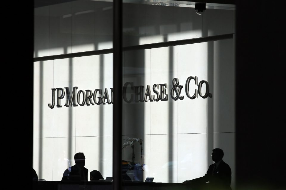 Trading jump boosts JP Morgan but Citigroup's profit suffers