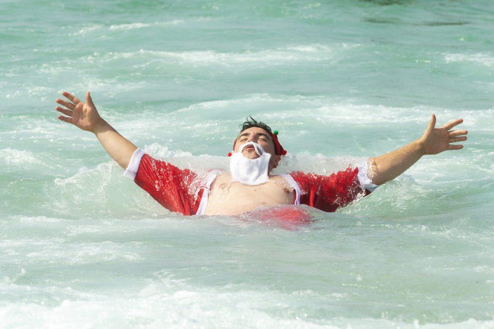 CHRISTMAS-BEACH-VIrUS-TRAVEL-RESTRICTIONS