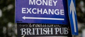 Pound traders brace for tense week as Brexit talks continue