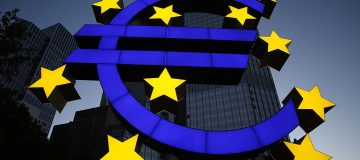 Euro Sculpture in Frankfurt undergoes restoration