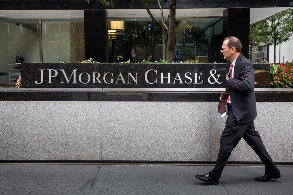 Charlie Jacobs, the senior partner of Magic Circle law firm Linklaters, will join JPMorgan as co-head of UK investment banking.
