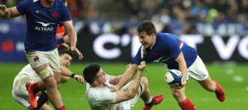 France can keep the pressure on Six Nations leaders Wales when they face England at Twickneham on Saturday