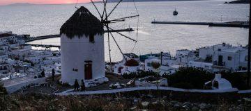 GREECE-UK-TOURISTS-COVID