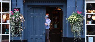 restaurants are still struggling despite busy terraces