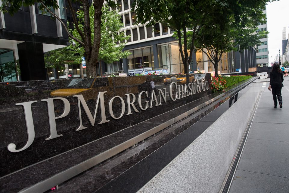 JPMorgan won't make Covid-19 vaccinations mandatory to return to the office